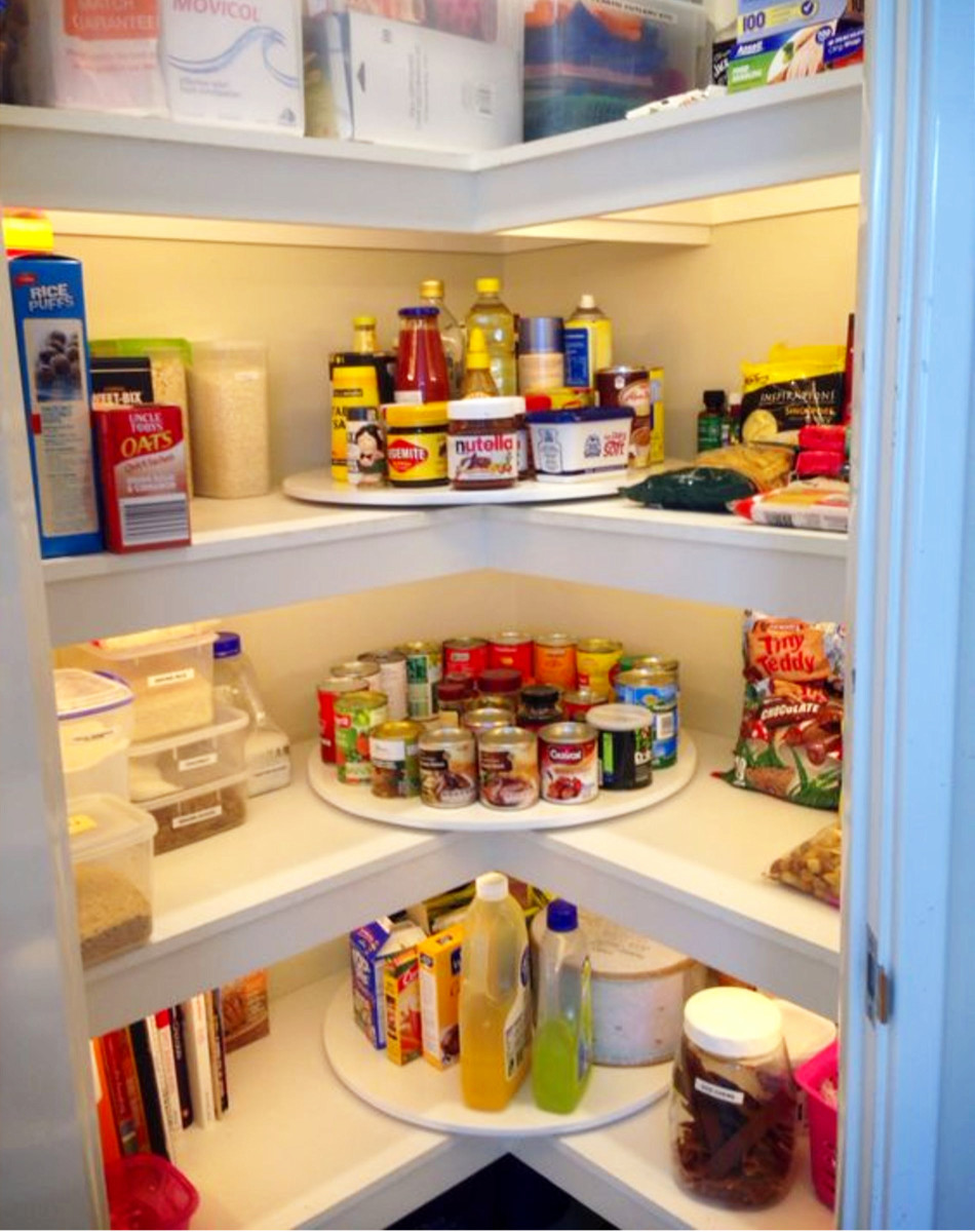 Pantry Organizing Tips - Love the idea to use a lazy susan in the corners of your pantry.  Great pantry organizing tips for an organized pantry!