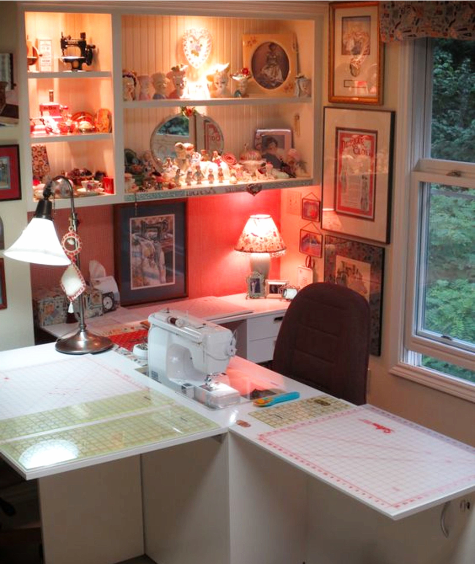Gorgeous sewing room idea!