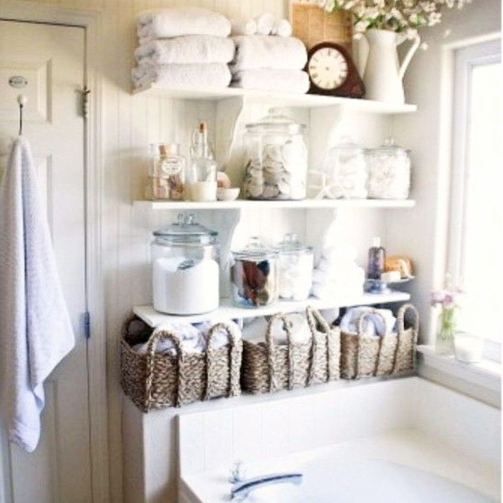 Creative way to get more storage space in a small bathroom Small space storage hacks #organizationideasforthehome #getorganized #lifehacks #storagesolutions #organizationideas #smallspaces #organizingtips