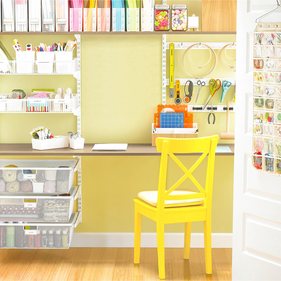 Sewing room  / craft room in the closet - Sewing room organization ideas - great for craft rooms too #getting organized #organizationideasforthehome