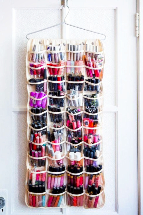 Small bedroom organization and storage ideas on a budget -Get a cheap over the door type of shoe holder and use it to hold AND organize your makeup. -Small Bedroom Storage Ideas - Creative Storage Ideas for Small Bedrooms