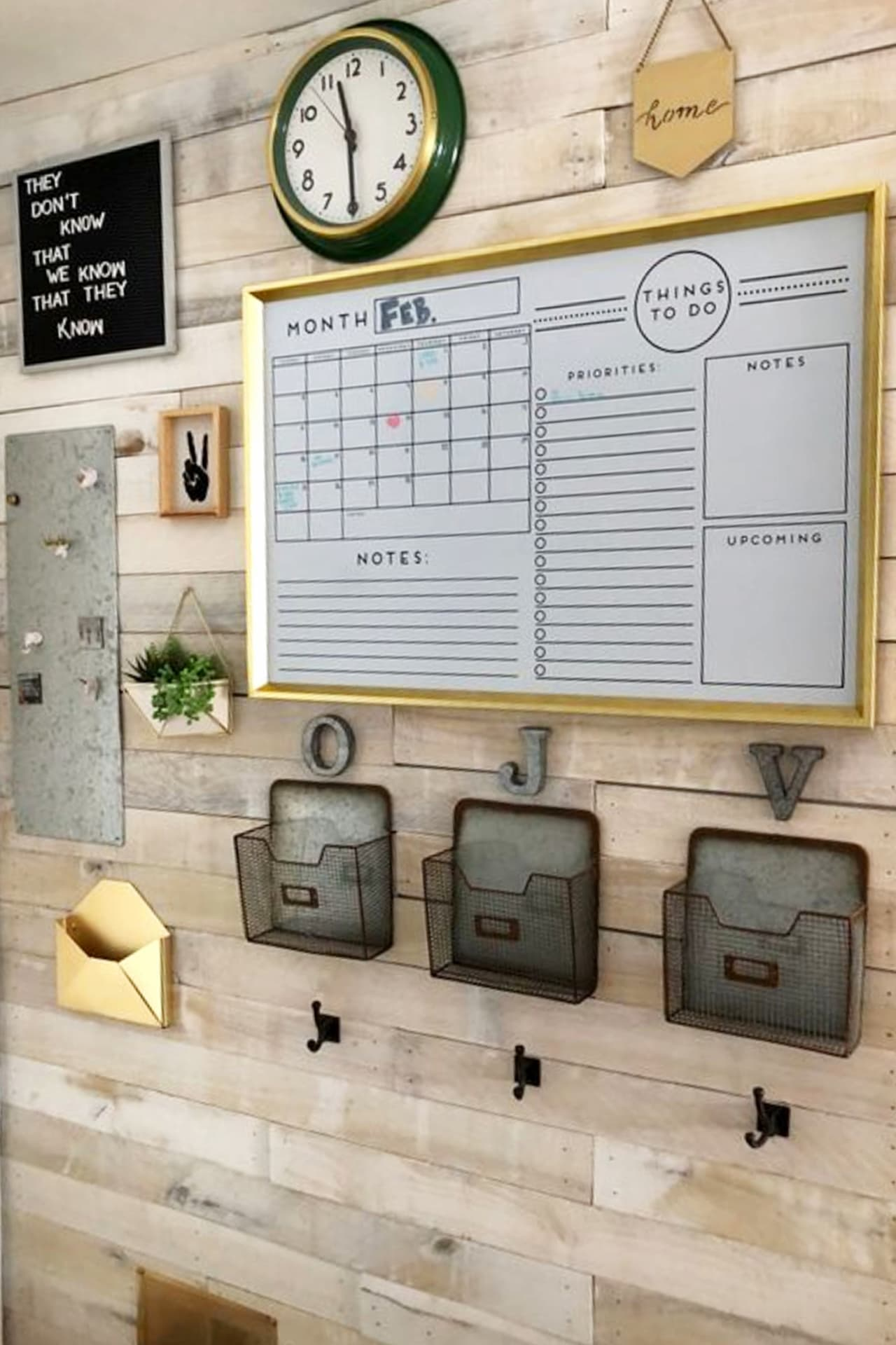 Home Command Center Ideas (LOVE the pallet wall - so rustic farmhouse looking!) How to make a home command center or family organizaton center on your wall.  These easy DIY family command center wall ideas are so helpful for getting organized and STAYING organized (and they're pretty too!)  Add some family command center printables, baskets, shelves, chalkboards and a calendar and you're all set!