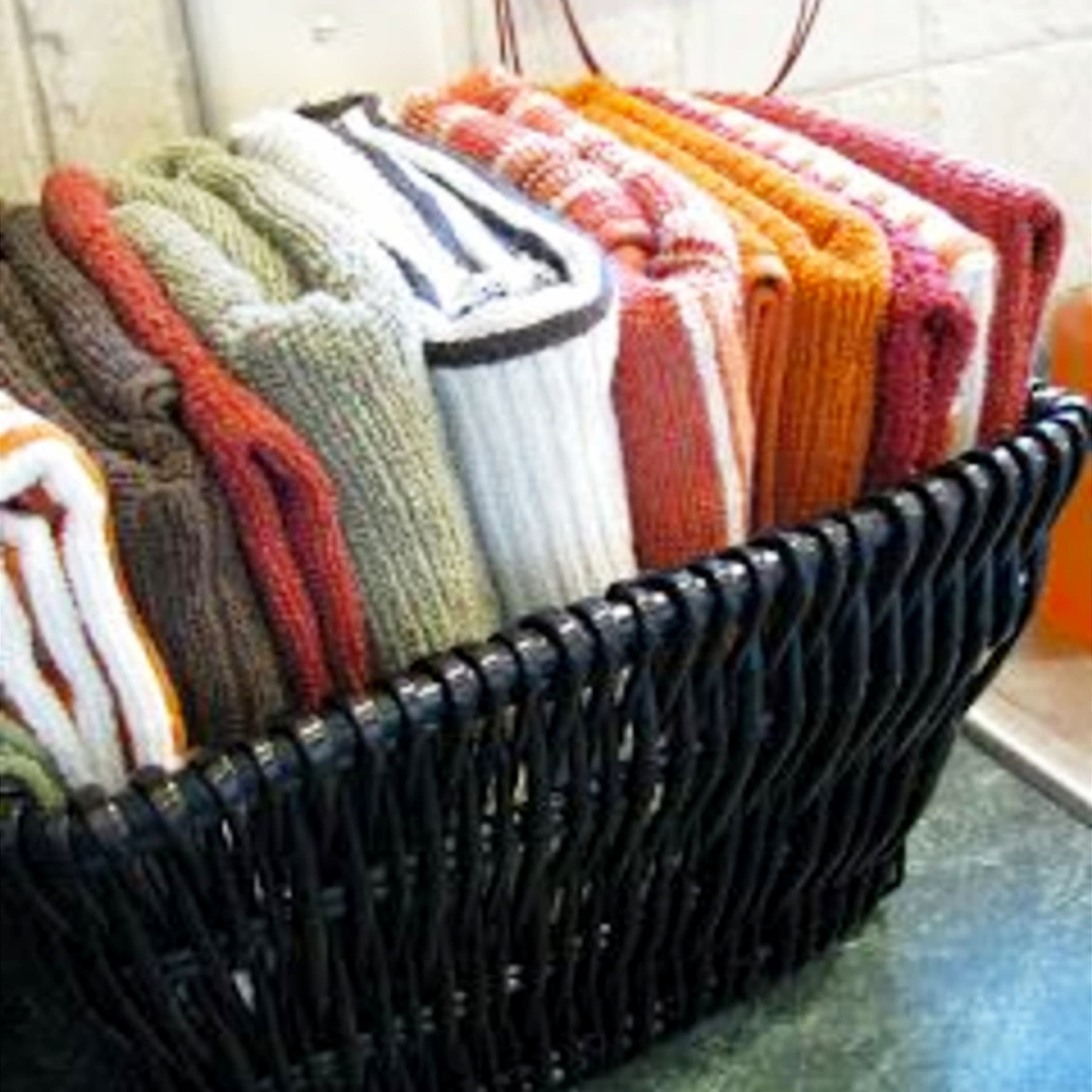 kitchen clutter solutions - declutter kitchen countertops - dish towel storage and organization ideas on a budget