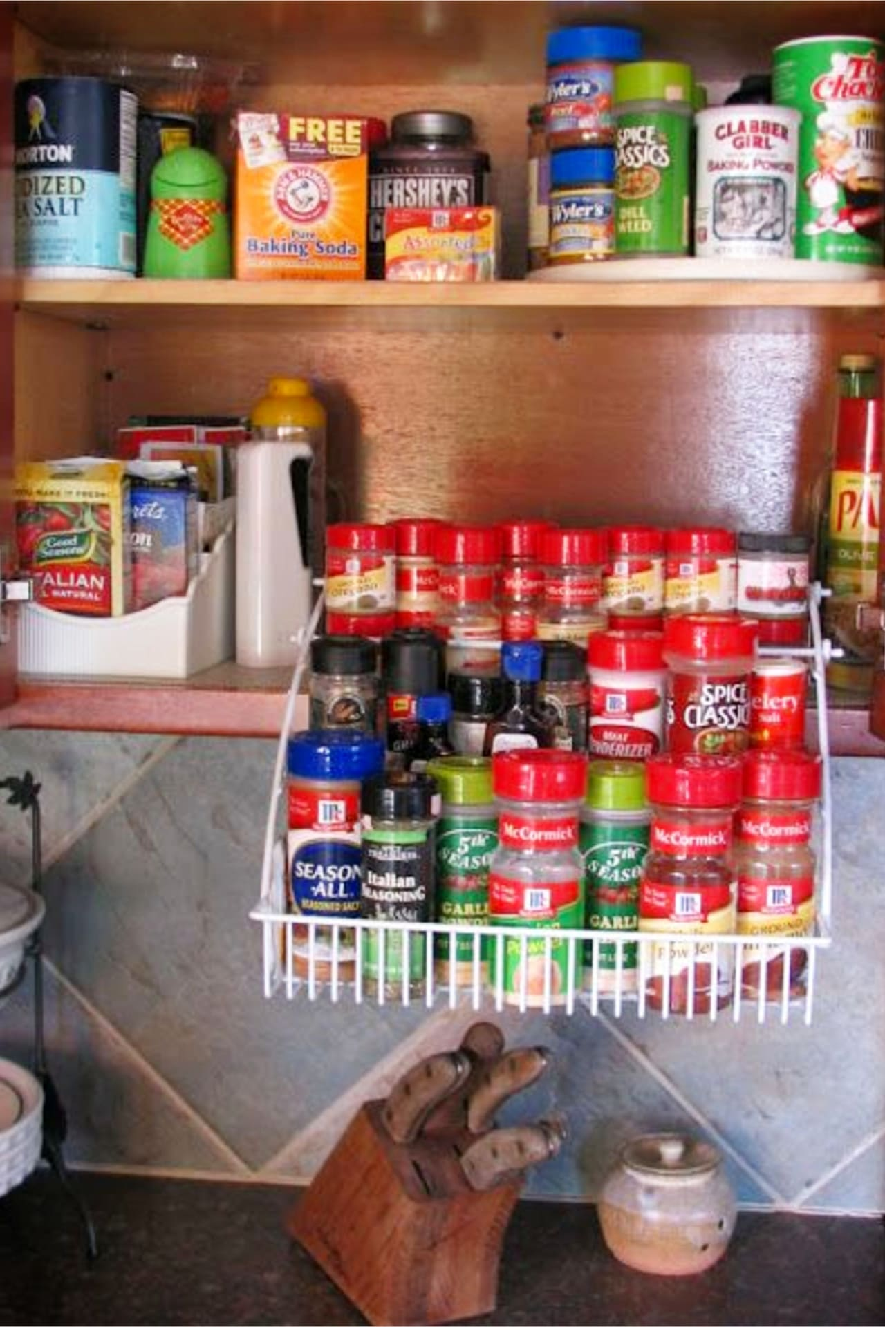 Kitchen clutter solutions - spice cabinet organization ideas to organize your kitchen on a budget